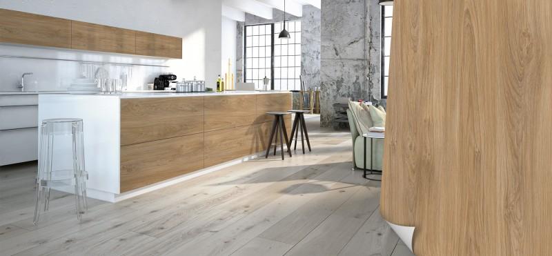 Einrichtungsbeispiel mit der Möbelfolie Eiche Natur hell | jetzt bestellen PrintYourHome.de