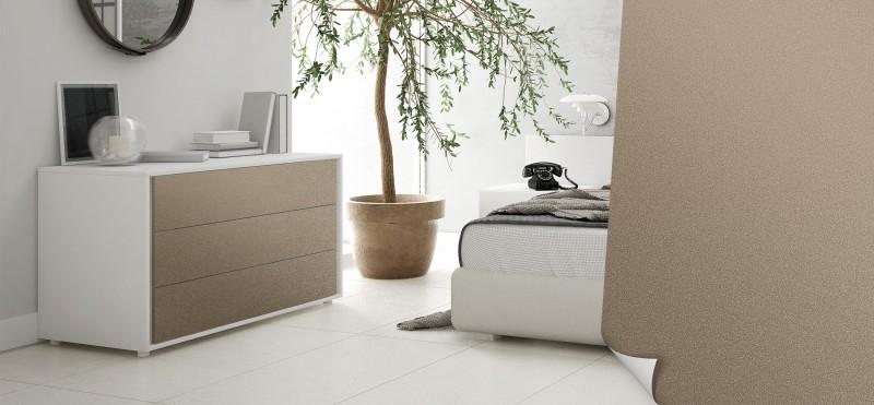 Einrichtungsbeispiel mit der Möbelfolie Sand Metallic | jetzt bestellen PrintYourHome.de