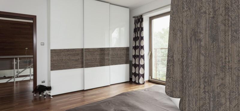 Einrichtungsbeispiel mit der Möbelfolie Holz Ethno Look Dunkel | jetzt bestellen PrintYourHome.de